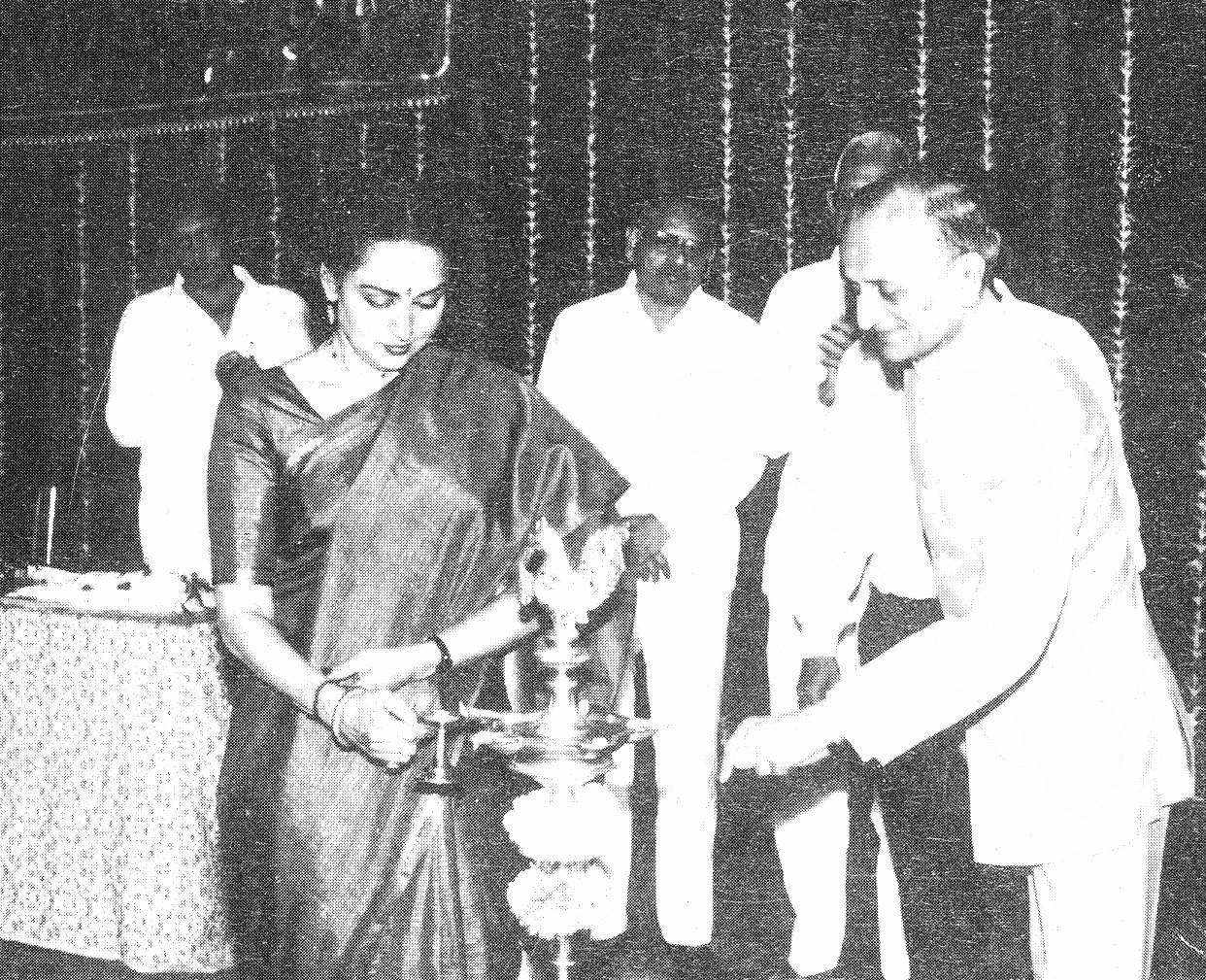 Ms Hema Malini Inaugurating Juhu Jagruti Hall